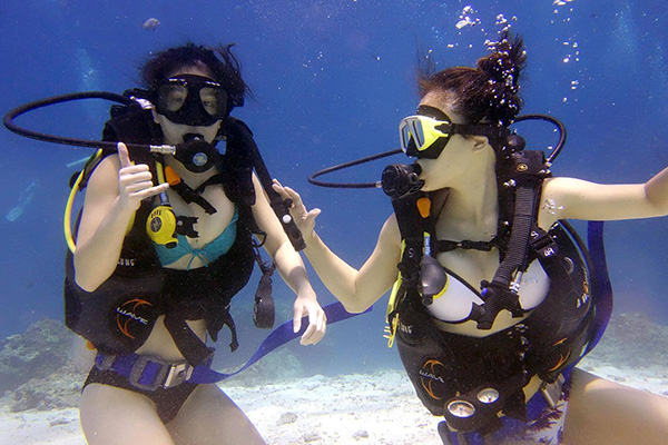 Two Female Students on Their Open Water Course in Bali - Surya Dive Sanur